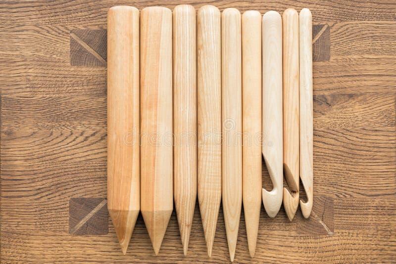 Agujas que hacen punto de madera foto de archivo libre de regalías