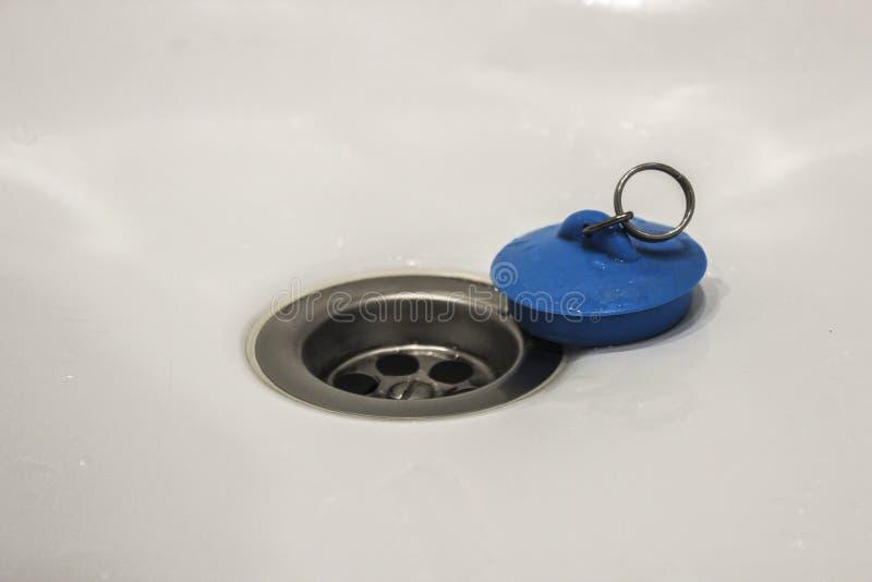 Agujero de dren en la tina imágenes de archivo libres de regalías