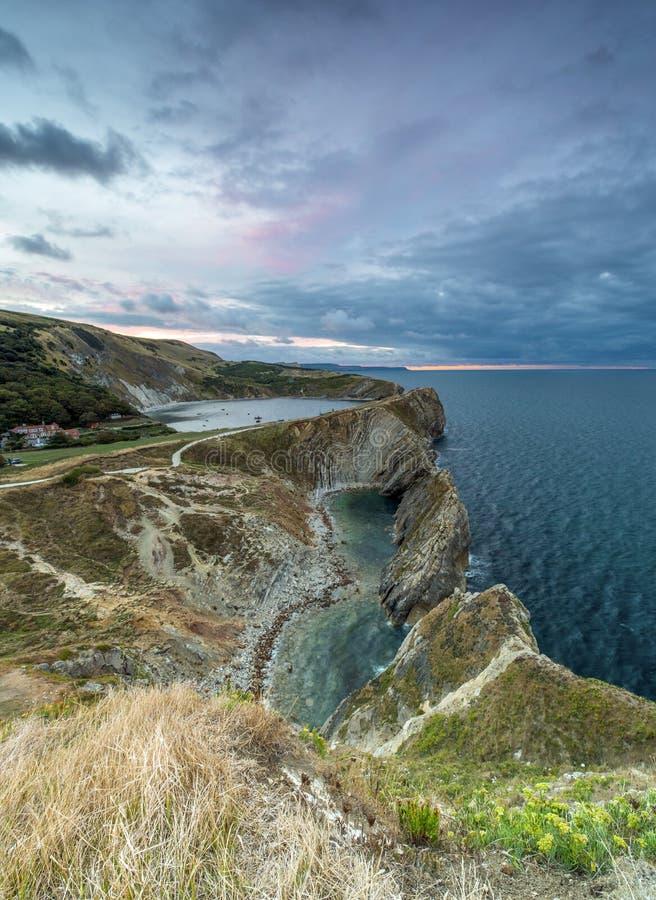 Agujero de la escalera en la costa jurásica de Dorset en la salida del sol fotografía de archivo