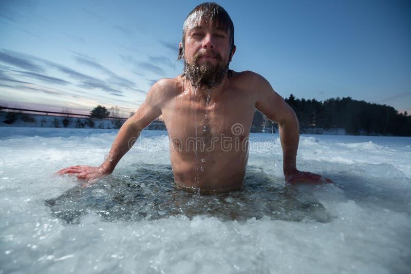 Agujero del hielo imagen de archivo