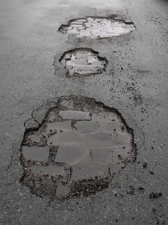 Agujeros/daño de camino imagen de archivo libre de regalías