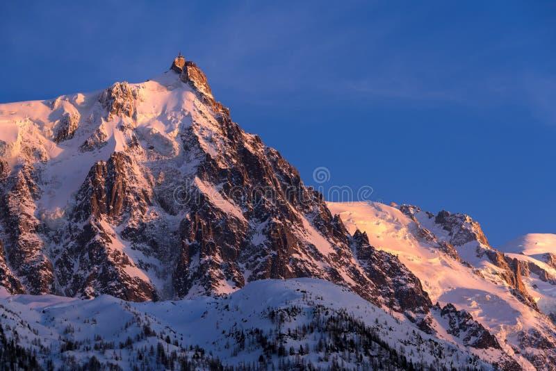Agulha de Aiguille du Midi no por do sol Chamonix, Mont Blanc, Haute Savoie imagens de stock