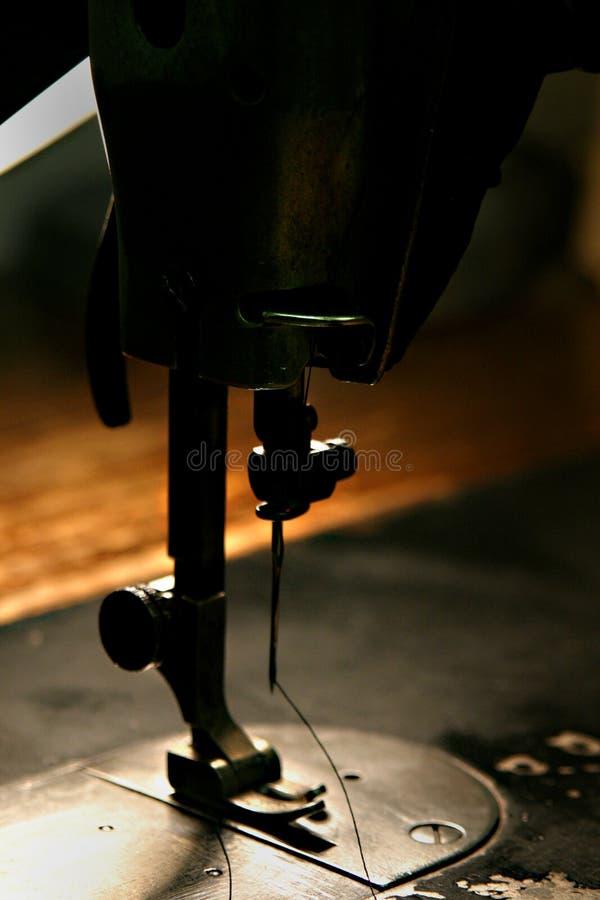 Agulha velha da máquina de costura imagens de stock