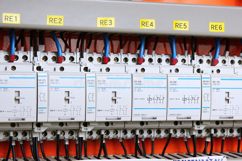 Download Agulheiro Automático Da Eletricidade Imagem de Stock - Imagem de fios, eletricidade: 12801497