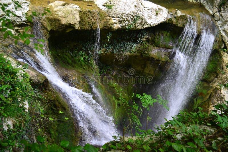 Agura-Wasserfälle in Sochi stockfotos