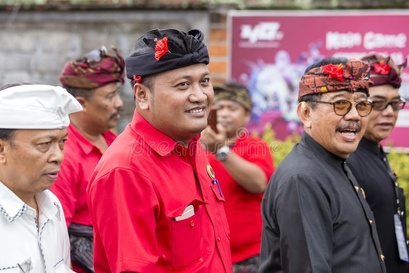 Agus Mahayastra lleva un partido Democratic indonesio de la lucha, PDI-P, en la reunión de la pre-elección en Gianyar, isla Bali, fotos de archivo libres de regalías