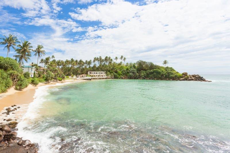 Ahangama, Шри-Ланка - отдыхающ на красивом пляже Ahangama стоковые фотографии rf