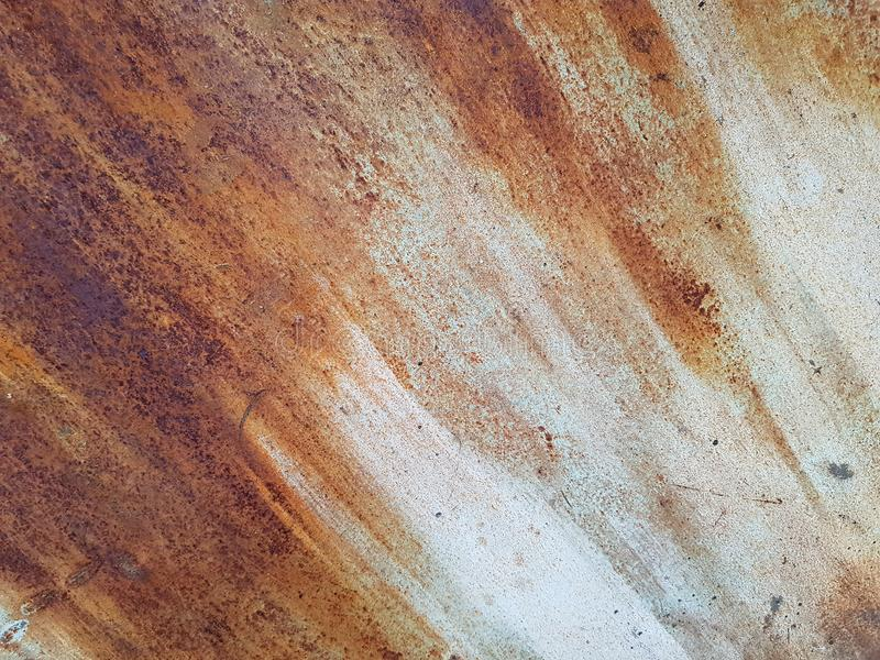 Aherrumbrado en la superficie del hierro viejo, el deterioro del acero, el decaimiento y el grunge texturizan el fondo Wa manchad imagen de archivo