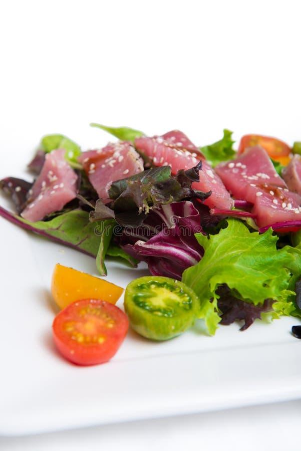 Ahi Tuna Salad lizenzfreie stockfotos
