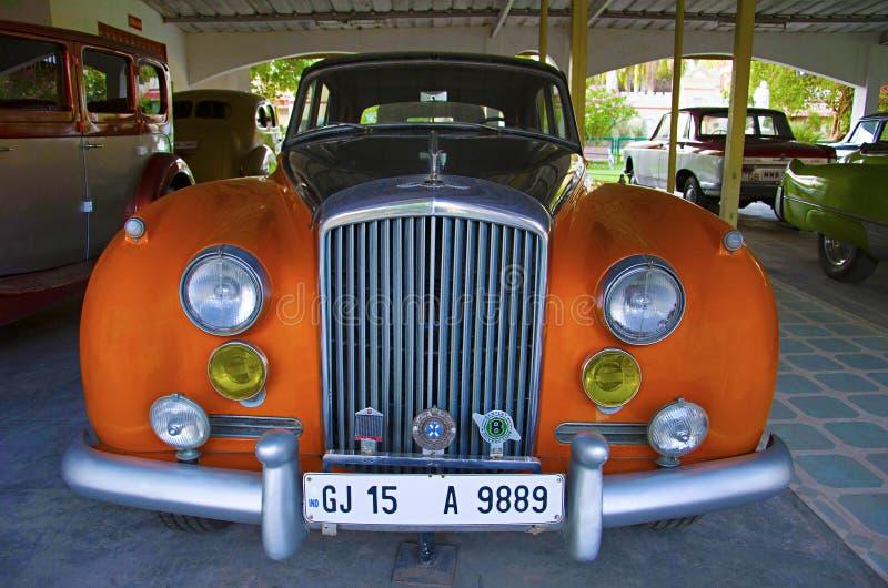 AHMEDABAD, GUJARAT, ÍNDIA - em junho de 2017, close-up da parte dianteira de Bentley Auto museu do carro do vintage do mundo, Ahm foto de stock