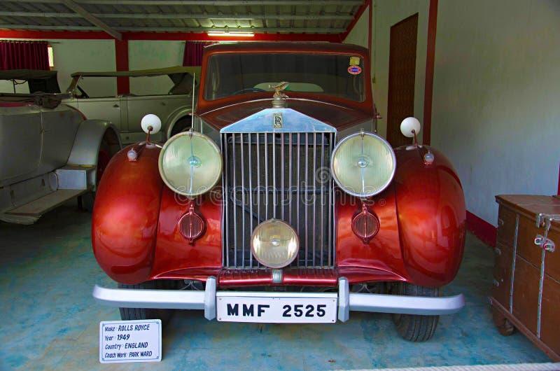 AHMEDABAD, GUJARAT, ÍNDIA - em junho de 2017, close-up da parte dianteira de Rolls Royce Year 1949, trabalho do treinador - estac fotos de stock royalty free