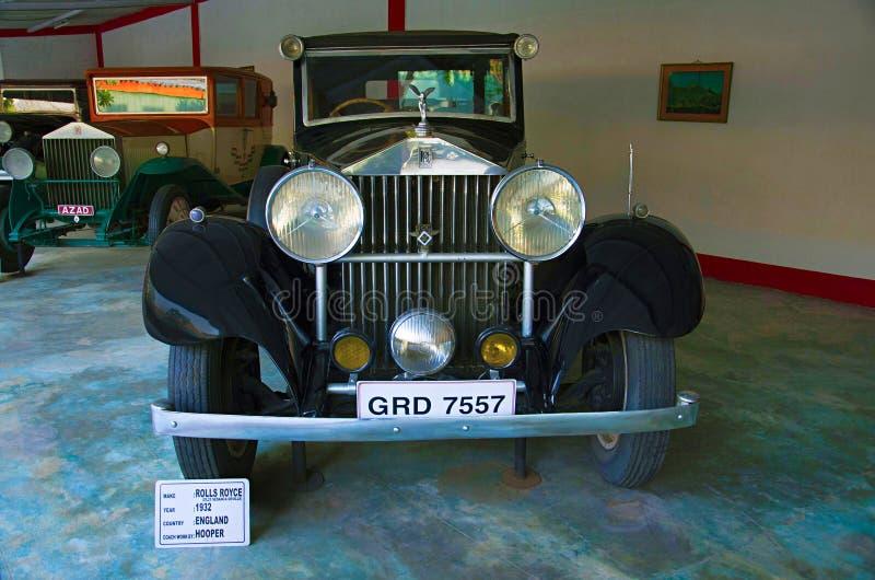 AHMEDABAD, GUJARAT, ÍNDIA - em junho de 2017, close-up da parte dianteira de Rolls Royce Year 1932, trabalho do treinador - Hoope imagem de stock royalty free