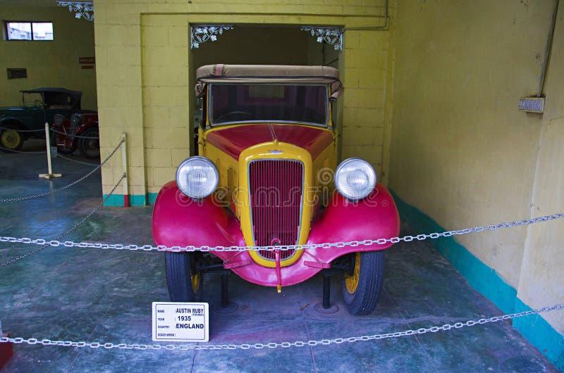 AHMEDABAD, GUJARAT, INDIEN - Juni 2017, Nahaufnahme der Front von Austin Ruby Year 1935, Trainerarbeit - Tourer, England-Selbstwe lizenzfreies stockbild