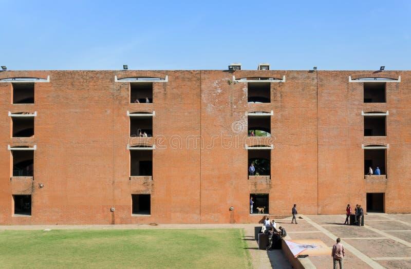 Ahmedabad India, Grudzień, - 26, 2014: Azjatyccy studenci collegu przy indianina instytutem zarządzanie Ahmedabad zdjęcie stock