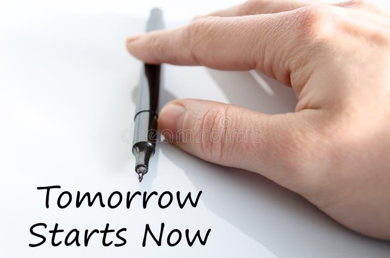 Ahora comienza mañana concepto del texto imagen de archivo