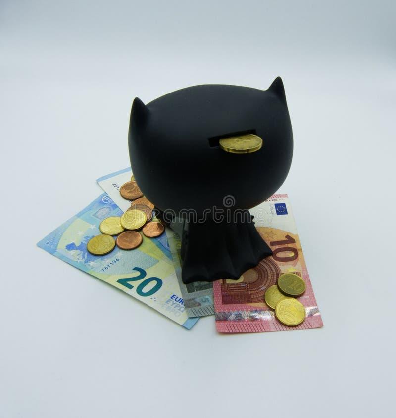 Ahorre y proteja su dinero, foto del concepto en el fondo blanco foto de archivo libre de regalías