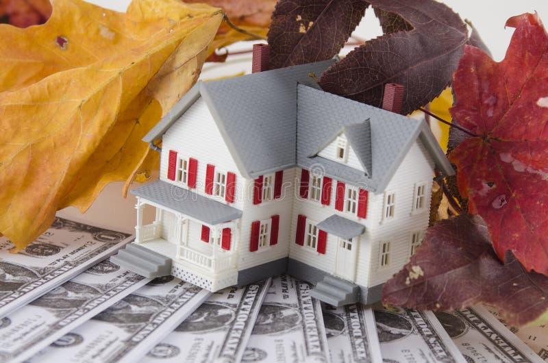 Ahorros caseros en la caída foto de archivo