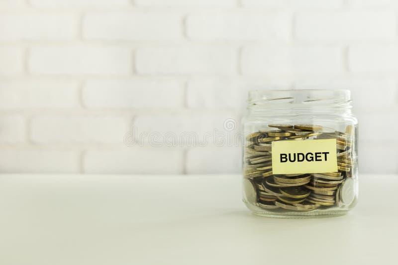 Ahorros del dinero de presupuesto para la cuenta bancaria imagenes de archivo