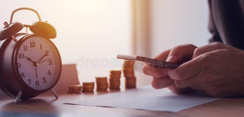 Ahorros, finanzas, economía y presupuesto casero imágenes de archivo libres de regalías