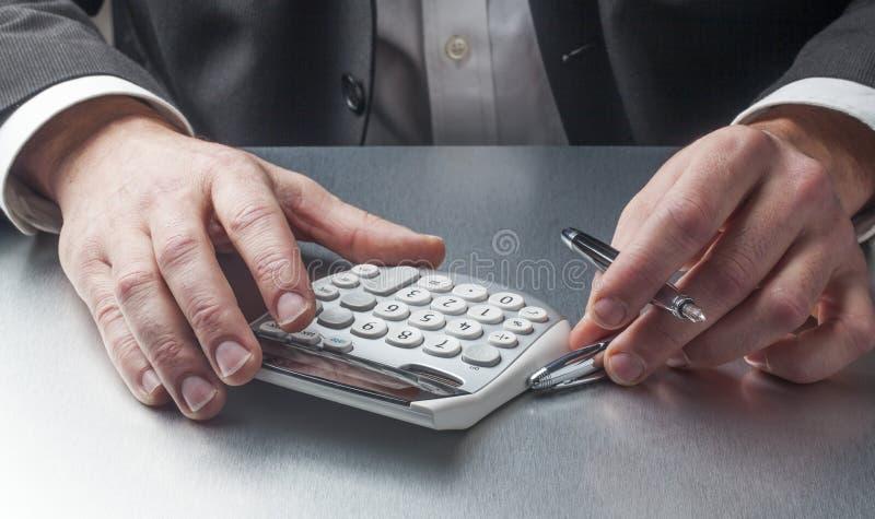 Ahorros y costes calculadores imagen de archivo