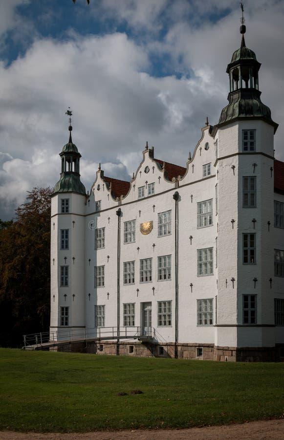 Ahrensburg, Alemanha - PTU 03, 2016: Visão geral do Castelo de Ahrensburg fotos de stock
