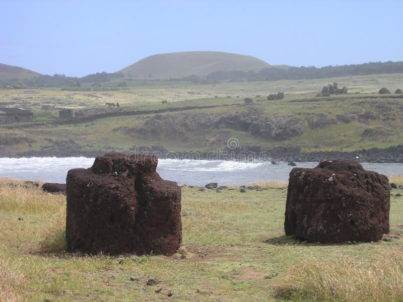 ahu e复活节hanga海岛moai s te topknots 免版税图库摄影