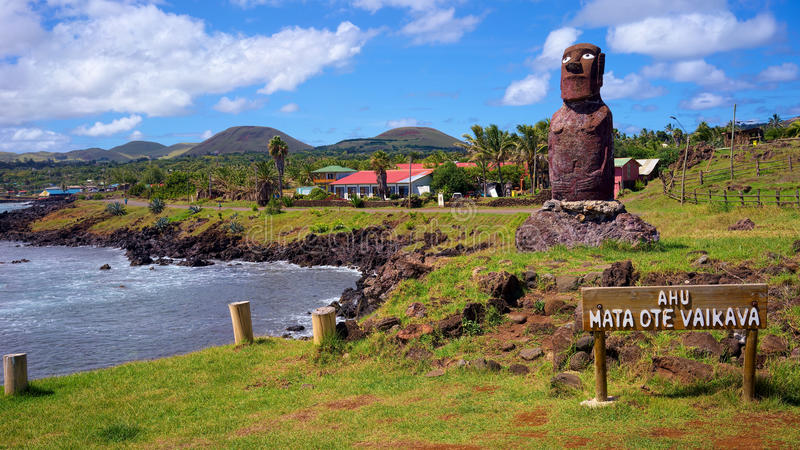 Ahu Mata Ote Vaikava, costa de Hanga Roa, Ilha de Páscoa, o Chile imagem de stock royalty free