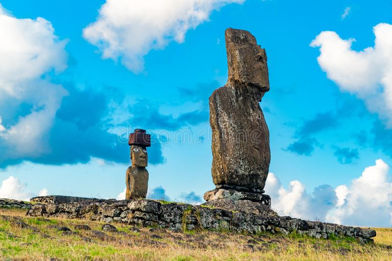 Ahu Tahai和Ahu Ko Te Riku在Tahai考古学站点在复活节岛的 免版税图库摄影