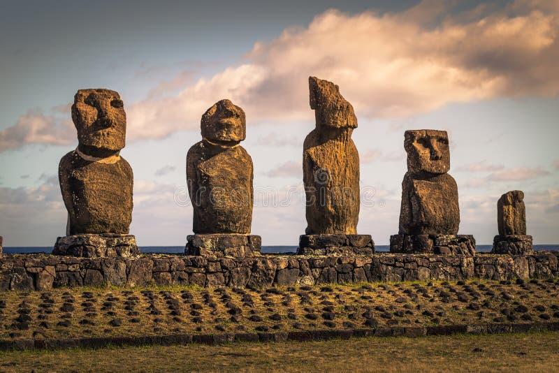 Ahu Tahai,复活节岛- 2017年7月12日:神圣的Moai法坛啊 库存图片