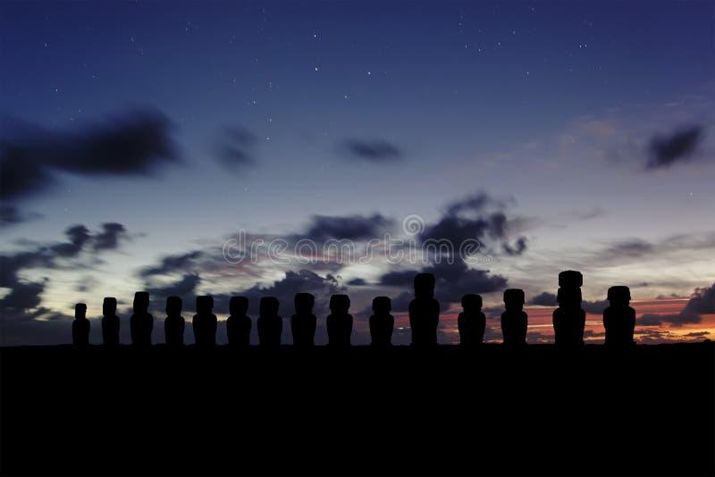 Ahu Tangariki soluppgång arkivbild