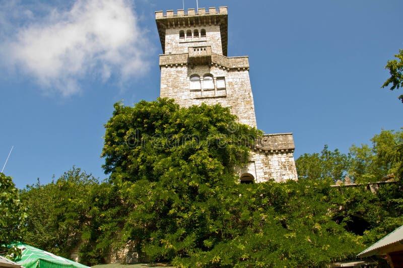 Ahun wierza zieleni drzew ulistnienie fotografia royalty free