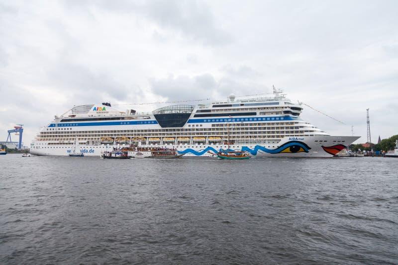 AIDA brengt leugens op haven bij openbaar gebeurtenis hanse zeil in de war royalty-vrije stock foto's