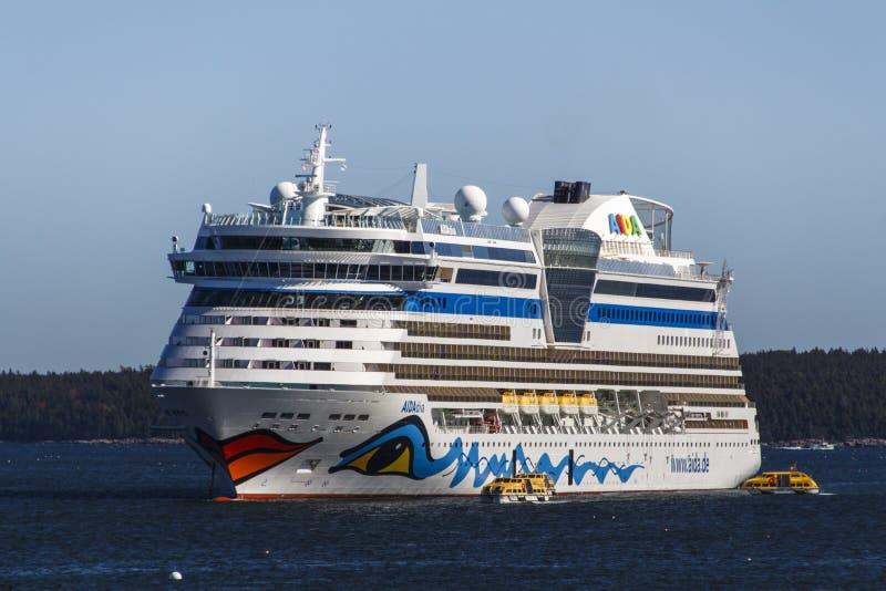 AIDA Dive Cruise Ship im Stangen-Hafen, USA, 2015 stockbilder