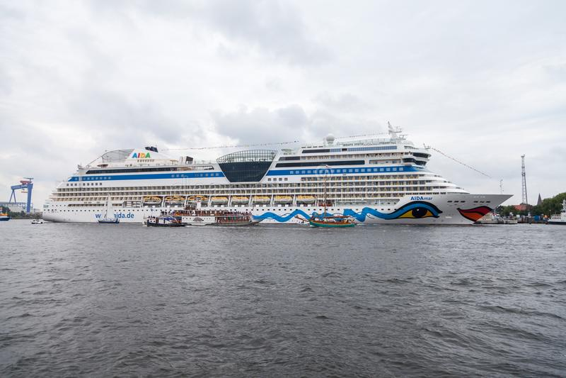 AIDA mars se trouve sur le port à la voile publique de hanse d'événement photos libres de droits