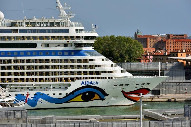 Download AIDAblu Alongside W Wenecja Zdjęcie Editorial - Obraz złożonej z włochy, port: 106923986