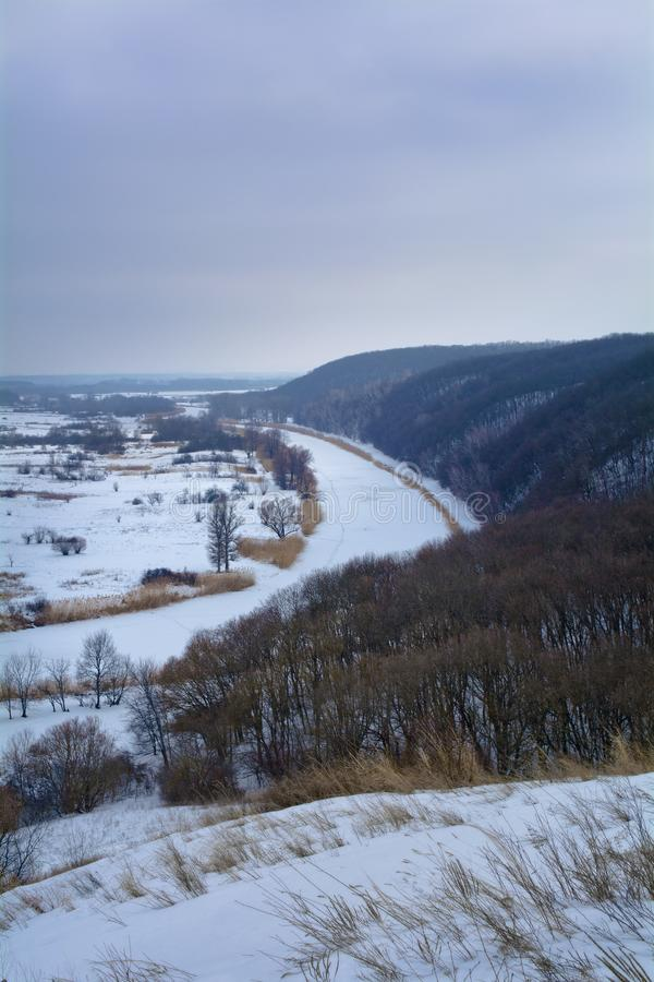 Aidar rzeka w Ukraina Zima Las, rzeka i dolina, pionowo zdjęcia royalty free