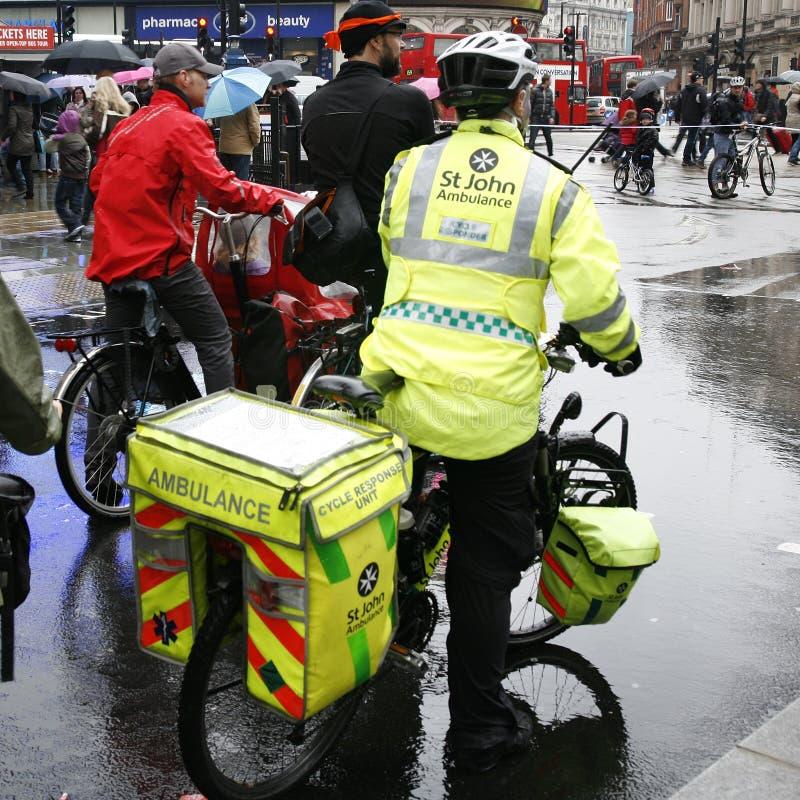 Aiders машины скорой помощи St Джон стоковые фотографии rf