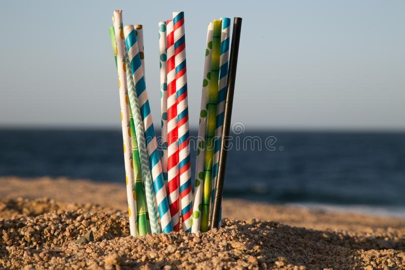 Aidez le coffre-fort l'océan - pailles de papier d'eco image libre de droits
