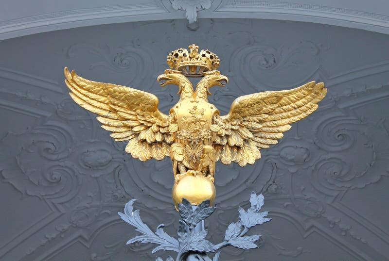aigle à tête double - un symbole de puissance L'élément sur la porte centrale du palais d'hiver St Petersburg photos libres de droits