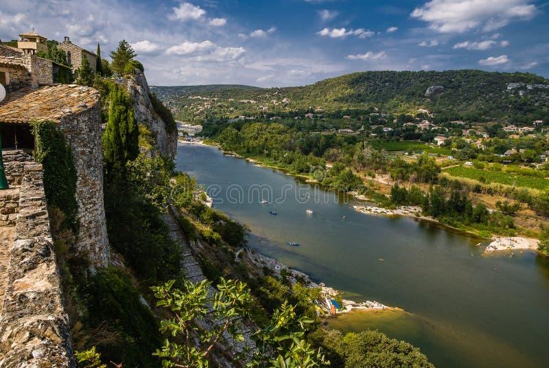 Aiguèze junto al barranco del río de Ardeche en Francia foto de archivo libre de regalías