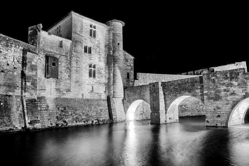 Aigues-Mortes på natten royaltyfri foto