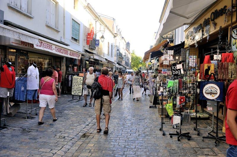 Aigues-Mortes que hace compras peatonal imágenes de archivo libres de regalías