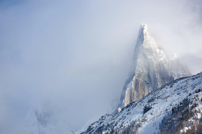 Aiguille在云彩中的du德鲁 库存图片