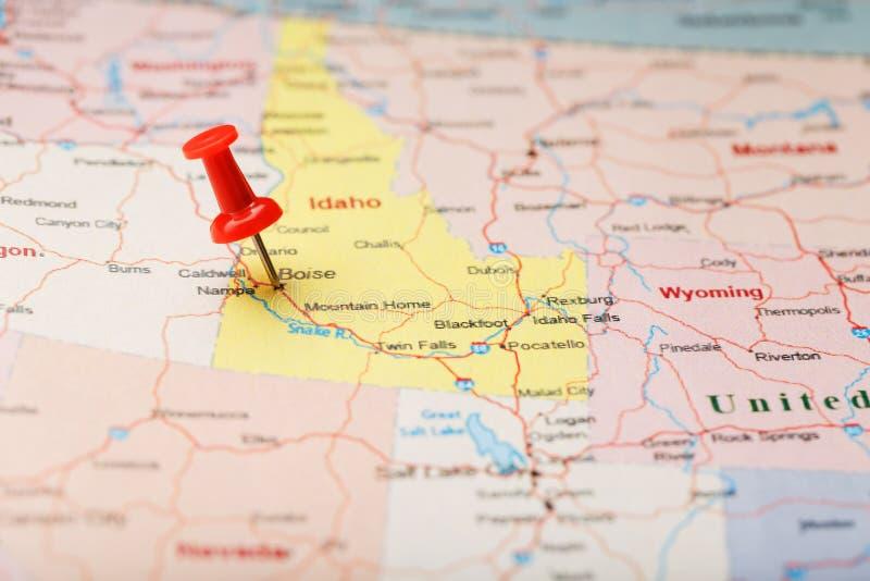 Aiguille de secrétaire rouge sur une carte des Etats-Unis, de l'Idaho et de la capitale Boise Carte Idaho de plan rapproché avec  image stock
