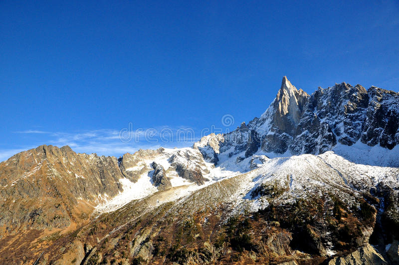 Aiguille du Dru i det Montblanc massivet, franska Alps arkivbild