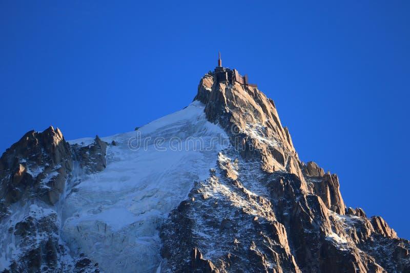 Aiguille du Midi in de avond zon, Mont Blanc-massief, chamonix-Mont-Blanc, Franse Alpen, Frankrijk stock afbeelding