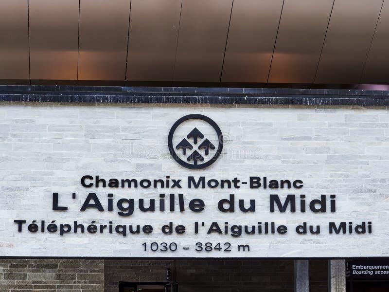 AIGUILLE DU MIDI, FRANCIA - 8 AGOSTO 2017: Aiguille du Midi, Chamonix-Mont-Blanc, Francia immagine stock libera da diritti