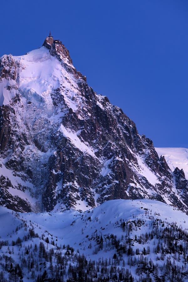 Aiguille du Midi -naald bij schemering Mont Blanc-bergketen, Chamonix, Haute Savoie, Frankrijk stock afbeeldingen