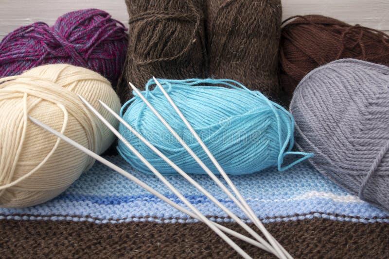 Aiguilles de tricotage photographie stock libre de droits