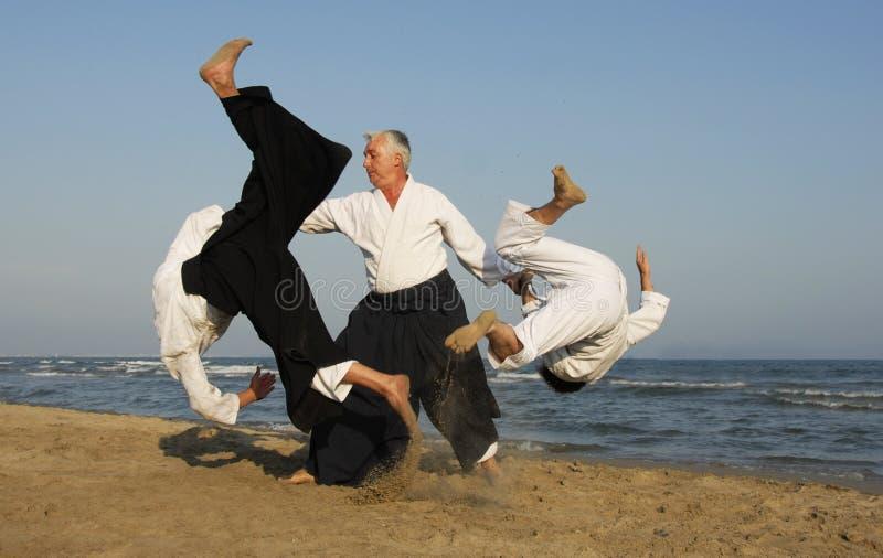 Aikido en la playa fotos de archivo libres de regalías